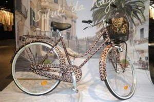 Фирменный велосипед от  Dolce and Gabbana