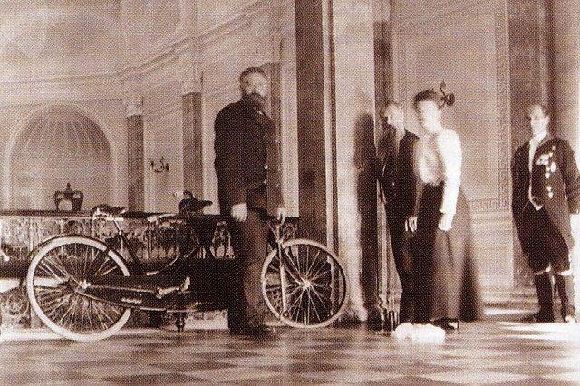 Великая княжна Ольга Александровна в Гатчинском дворце (около 1906 года)
